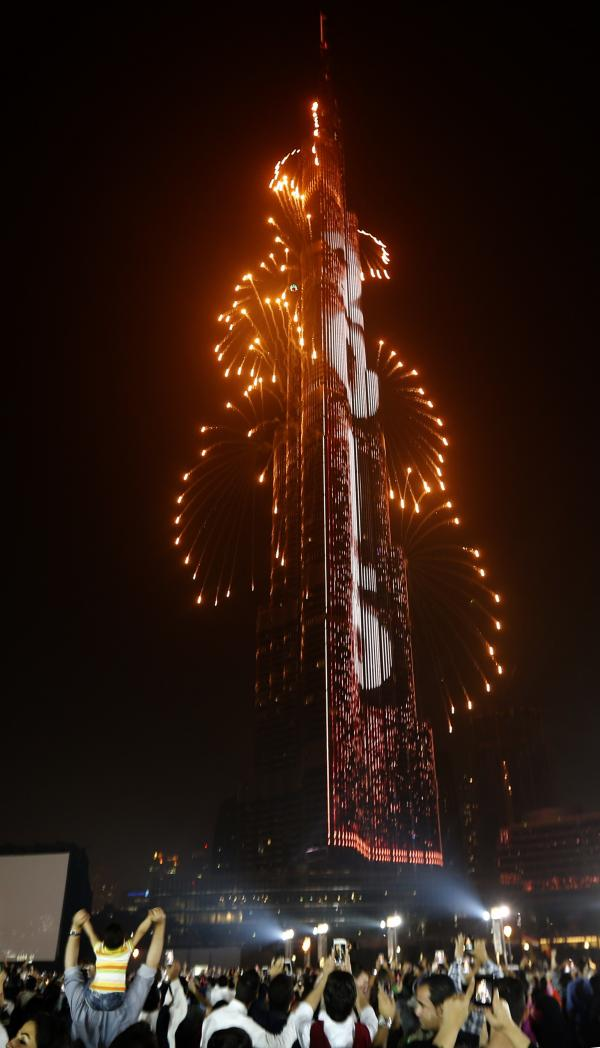 A Dubai, feux d'artifices sur la plus haute tour du monde le Burk Khalifa