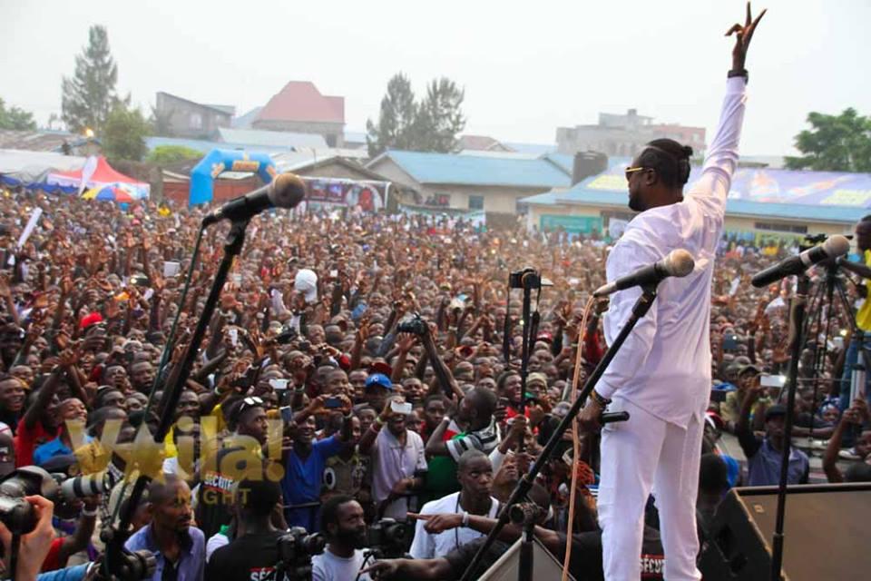 Werrason devant la foule du Festival AMANI à GOMA