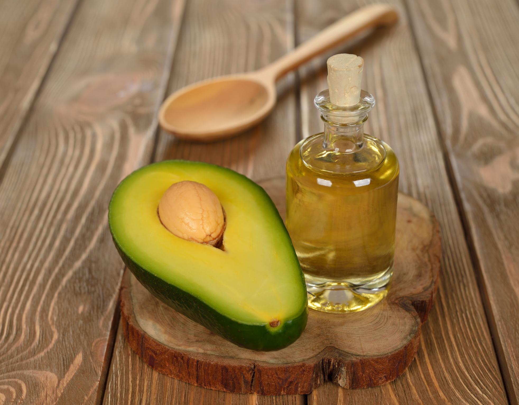 Les-bienfaits-de-l-huile-d-avocat-pour-la-peau-et-les-cheveux