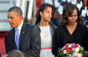 Malia-Obama-aux-cotes-de-son-pere-Barack-et-de-sa-mere-Michelle-a-Berlin-le-18-juin-2013_exact1024x768_l