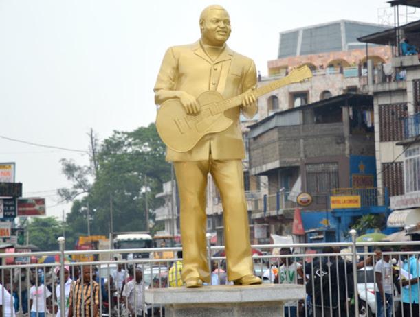 Statue en bronze de Franco Luambo Makiadi