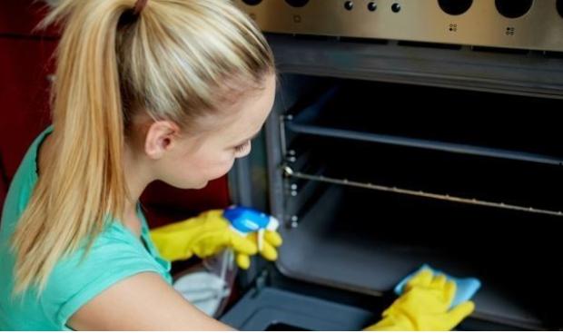 Voici 3 astuces tr s simple pour nettoyer votre four voila night - Nettoyer les grilles du four ...